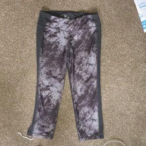 Old Navy Gray Patterned Capri Leggings